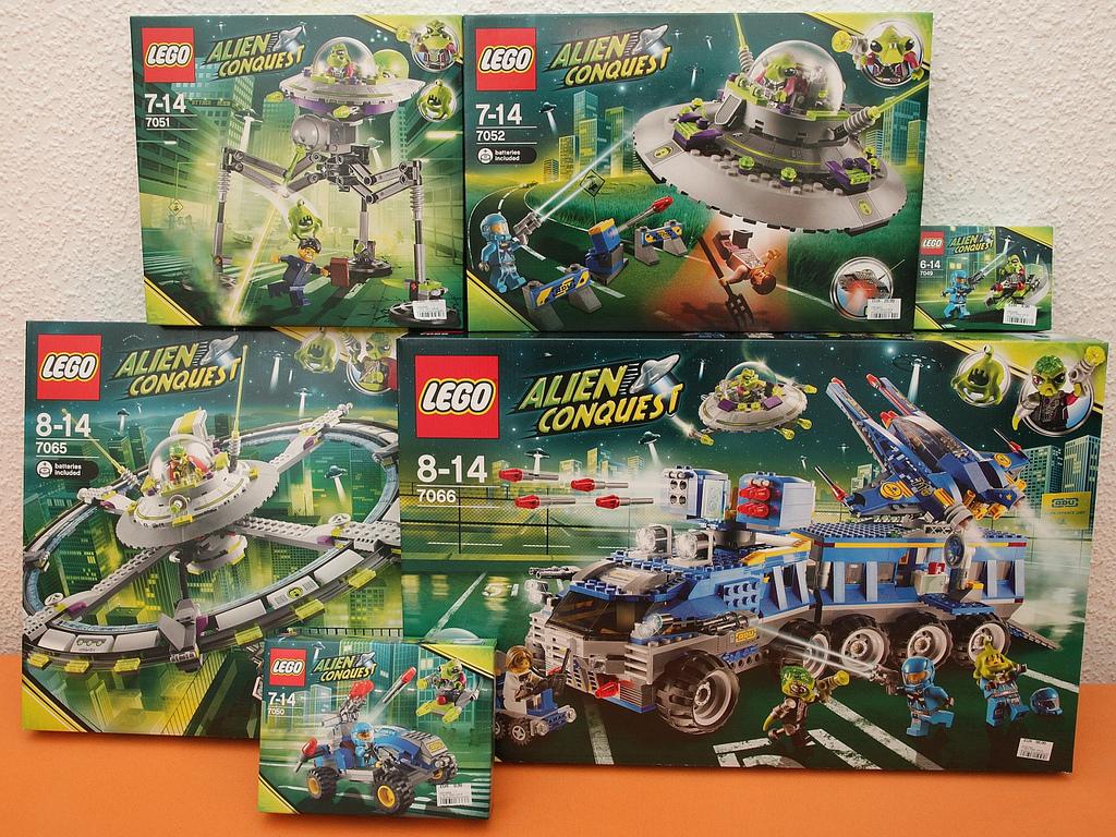 Lego aliens toys